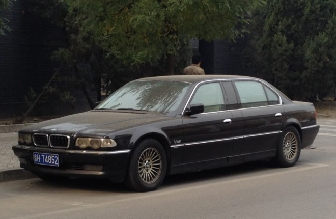 BMW L7 stretched limo spotted in China