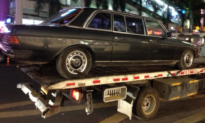Mercedes-Benz W123 Limousine Spotted in China