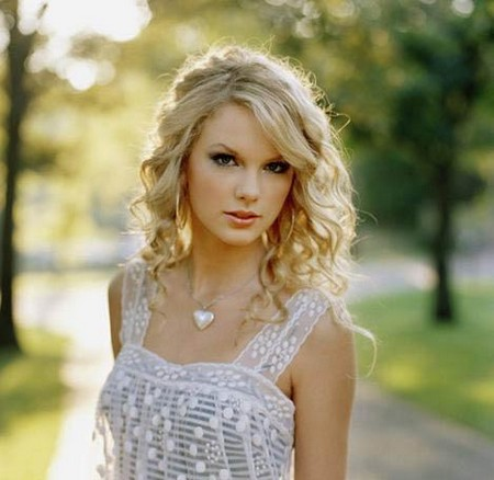 Taylor Swift's ultimate school prom guest list revealed