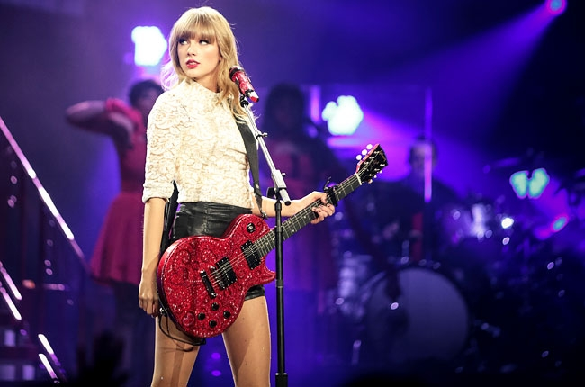 Limo Firm to Sue Taylor Swift Over Large Chevy Bill