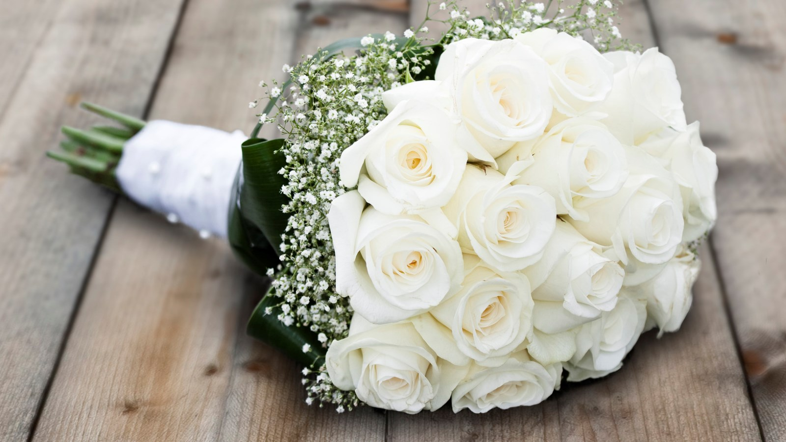Wedding car vs. limo: what to hire for your big day